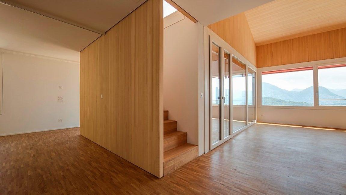 Duplex - sala e scala interna (Media)
