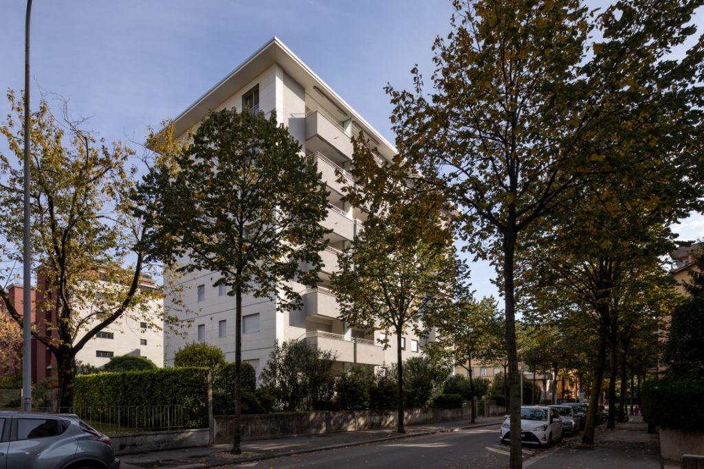 Affittasi moderno 3.5 locali in posizione centrale